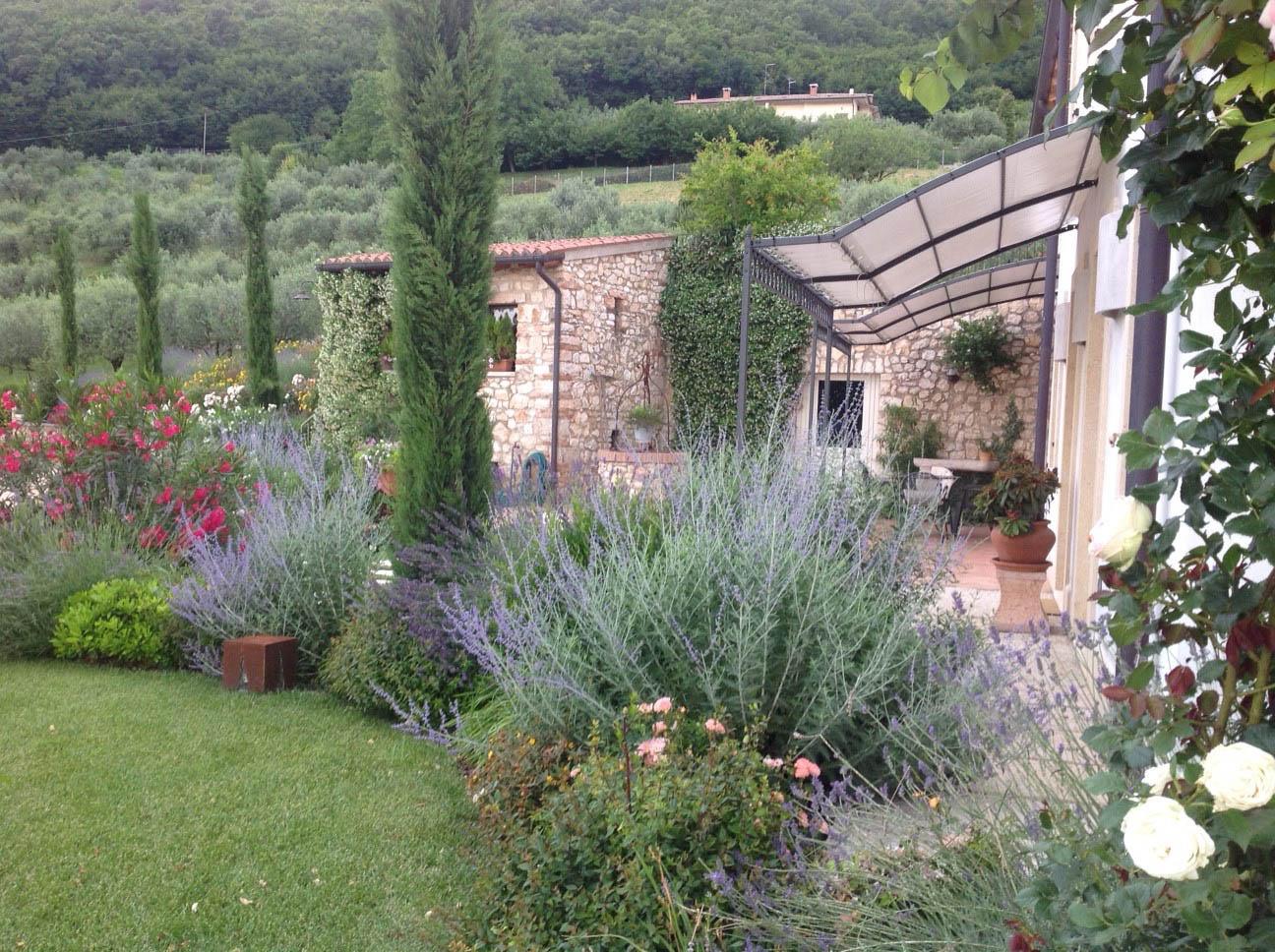 Bellamoli giardini giardini provenzali - Immagini di giardini di villette ...