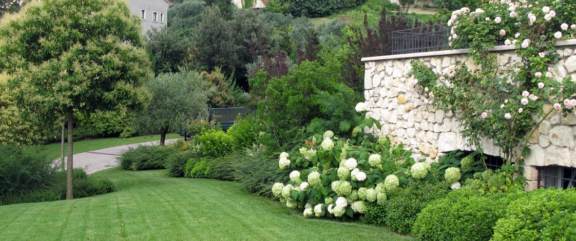 Bellamoli giardini giardini contemporanei - Foto case con giardino ...